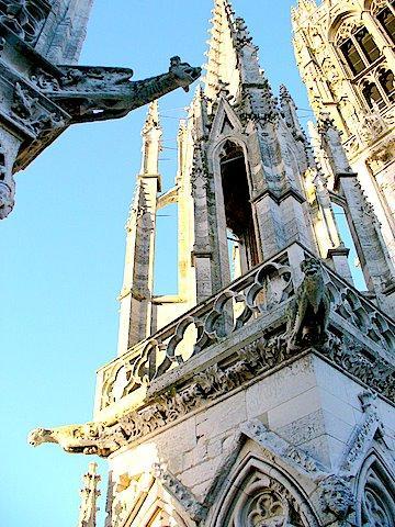 Gargouilles et arcs-boutants sur la cathédrale de Rouen